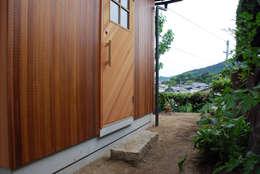 Koridor dan lorong by 丸菱建築計画事務所 MALUBISHI ARCHITECTS