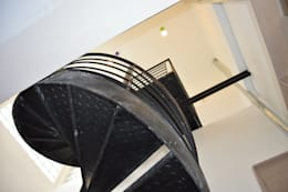 Reforma en Once, Buenos Aires: Escaleras de estilo  por Sinapsis Estudio