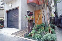 Casas unifamiliares de estilo  por (株)独楽蔵 KOMAGURA