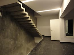 Weekend Bungalow ,Akkarai:  Corridor & hallway by M/s Studio7 Architects