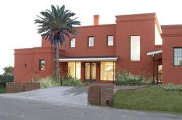 Casa en Haras San Pablo : Casas unifamiliares de estilo  por Estudio Dillon Terzaghi Arquitectura