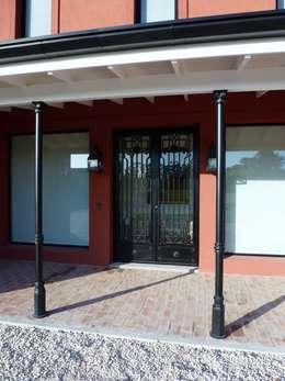 Casan Haras San Pablo : Puertas de entrada de estilo  por Estudio Dillon Terzaghi Arquitectura