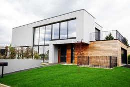 EC-Bois   Villa Carré   Bussy-Saint-Georges: Chalets & maisons en bois de style  par EC-BOIS