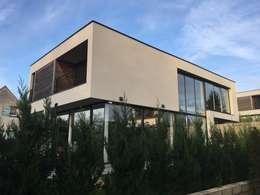 EC-Bois   Villa Carré   Bussy-Saint-Georges: Maisons de style de style Moderne par EC-BOIS