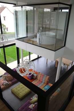 EC-Bois   Villa Carré   Bussy-Saint-Georges: Salle de bains de style  par EC-BOIS