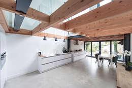 House Overveen: moderne Keuken door Bloot Architecture