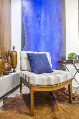 Poltrona S/ Braço Rústica: Varanda, alpendre e terraço  por Sgabello Interiores