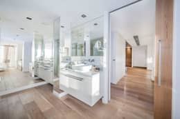 modern Bathroom by DOMUS NOVA