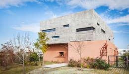 CASA SL: Casas unifamiliares de estilo  por Speziale Linares arquitectos