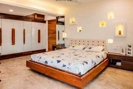 Narang Apartment : Mr. Abhilash Baldota: mediterranean Bedroom by Creative Geometry