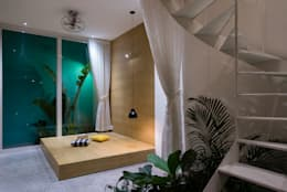 LESS house :  Phòng tập by workshop.ha