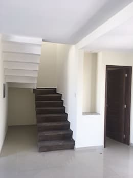 ESCALERAS: Escaleras de estilo  por Goytia Ingenieria