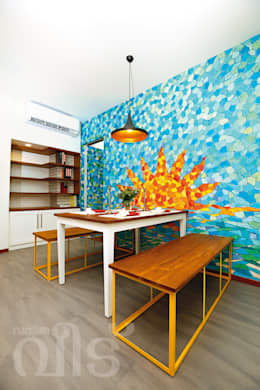 The Rising Sun Apartment: eclectic Dining room by S Squared Architects Pvt Ltd