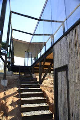 Escalera de acceso: Escaleras de estilo  por PhilippeGameArquitectos