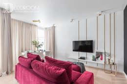 Apartament na warszawskim Mokotowie : styl , w kategorii Salon zaprojektowany przez Decoroom