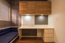 Mr Vinay: rustic Study/office by GREEN HAT STUDIO PVT LTD