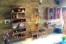 Mr. Siva Rangaswamy: rustic Living room by GREEN HAT STUDIO PVT LTD
