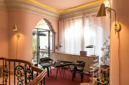 Hotel Pug Seal - Germán Velasco Arquitectos: Pasillos y recibidores de estilo  por Germán Velasco Arquitectos
