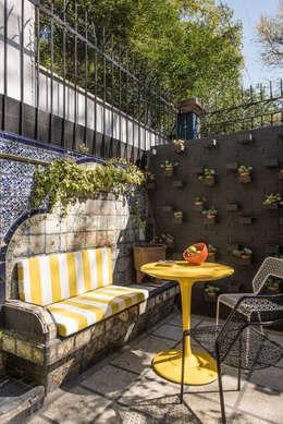 Hotel Pug Seal - Germán Velasco Arquitectos: Terrazas de estilo  por Germán Velasco Arquitectos