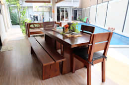 RUMAH EMERALD VIEW:  Dining room by FIANO INTERIOR