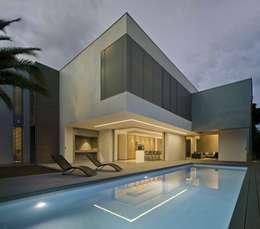 Vivienda ZüV: Piscinas de estilo moderno de Tomás Amat Estudio de Arquitectura