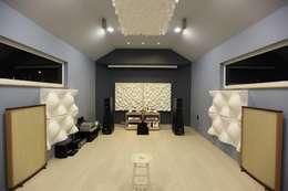김해시 중목구조 주택: 블루하우스 코리아의  방