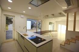 김해시 중목구조 주택: 블루하우스 코리아의  주방