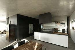 Einfamilienhaus Stuttgart: moderne Küche von blocher partners