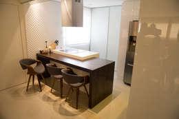 Cocinas de estilo moderno por realizearquiteturaS