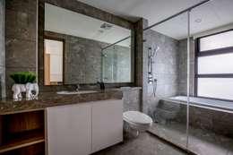 喆境:  浴室 by 築青室內裝修有限公司