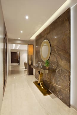4BHK APARTMENT AT BKC:  Corridor & hallway by Ar. Milind Pai