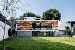minimalistic Garden by Dionne Arquitectos
