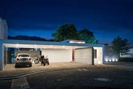 Casa Nochebuena: Casas de estilo minimalista por Dionne Arquitectos