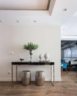 living azul turquesa e preto: Salas de estar modernas por ABHP ARQUITETURA