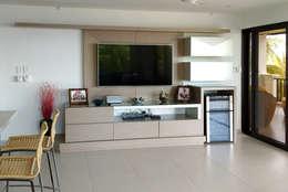 Mueble multimedia salón: Salas multimedia de estilo moderno por Remodelar Proyectos Integrales