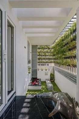 Striking House GArden Designs: 40×60, 4BHK: asian Garden by M/S Ashwin Architects