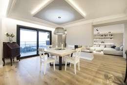 Iluminación vivienda en Tarragona: Comedores de estilo moderno de Luxiform Iluminación