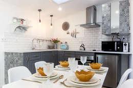 Armarios de cocinas de estilo  por Dolcenea Design