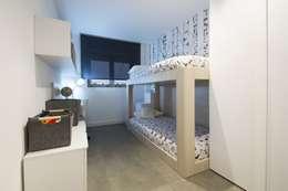 Interior Casa Particular: Habitaciones juveniles de estilo  de Luxiform Iluminación