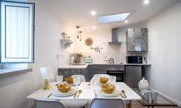 Little Corner @ Silver Coast: Salas de jantar campestres por Dolcenea Design