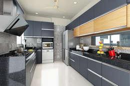 kitchen:  Kitchen units by Neelanjan Gupto Design Co