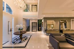 hall de entrada de residencia : Corredores e halls de entrada  por TRÍADE ARQUITETURA