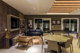 espaço gourmet: Salas de estar modernas por TRÍADE ARQUITETURA