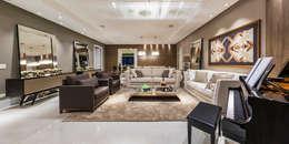 Residencia Renaiscense: Salas de estar clássicas por TRÍADE ARQUITETURA