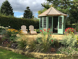 The Wraysbury: classic Garden by Chelsea Summerhouses Ltd