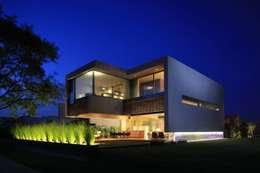 M2 HOUSE: Casas de estilo moderno por Hernandez Silva Arquitectos