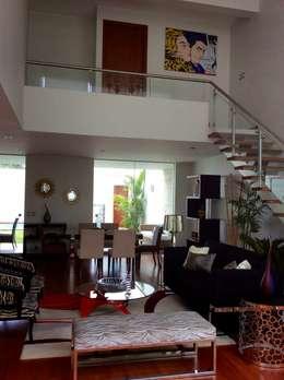 Doble Altura - Sala: Salas / recibidores de estilo moderno por EPG  Studio