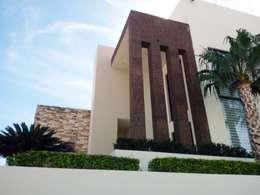 DETALLE DE ACCESO: Casas de estilo moderno por Acrópolis Arquitectura