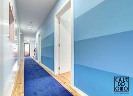 Corredor: Corredores e halls de entrada  por Von Haff Atelier