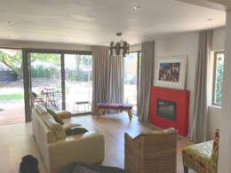 Phòng khách by Till Manecke:Architect